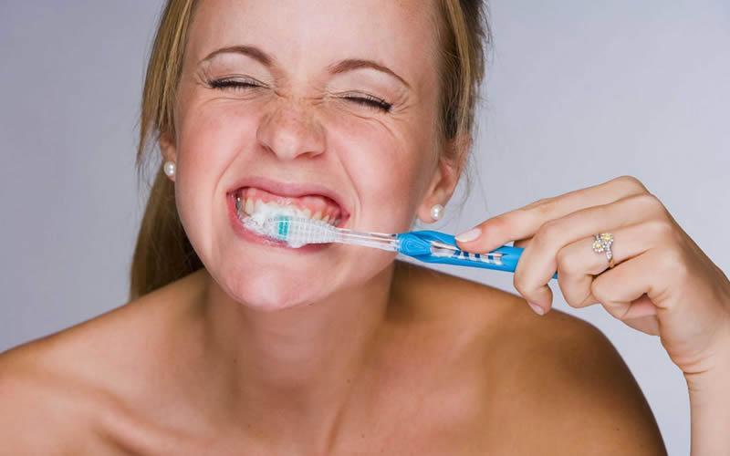 Dişlerim Neden Beyaz Değil?