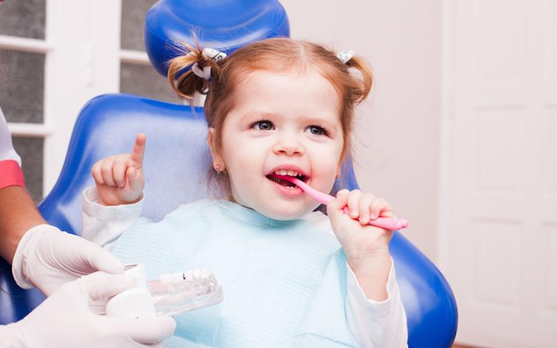 Bebeğimi ilk diş hekimi ziyaretine ne zaman götürmeliyim