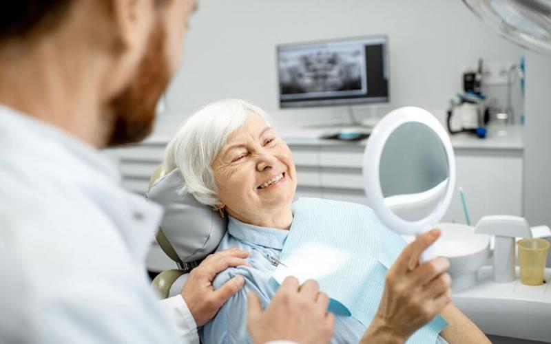 Diş İmplantı Yapılmasına Karar Verirken Nasıl Değerlendirilme Yapılır?